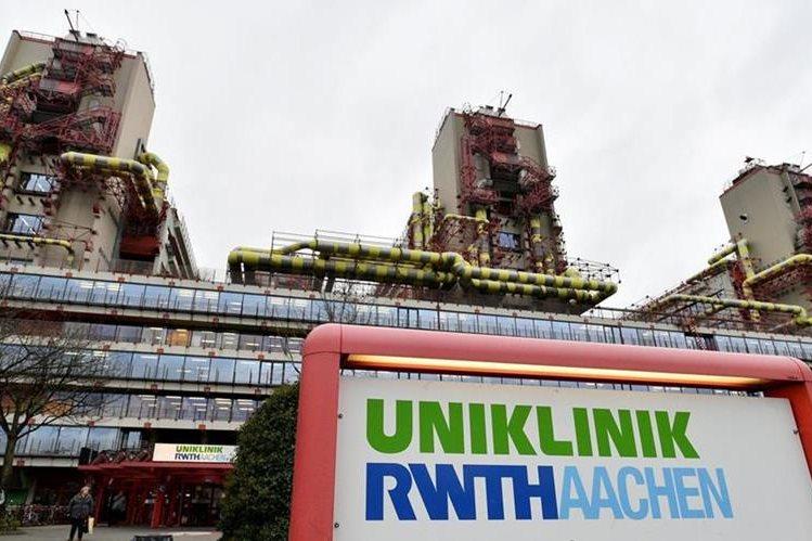 Vista exterior del Hospital Universitario RWTH de Aachen, en Aachen, Alemania. La industria automovilística alemana está bajo sospecha de haber financiado experimentos en los que se hizo inhalar gases emitidos por motores diésel a monos y a seres humanos. (Foto Prensa Libre: EFE)