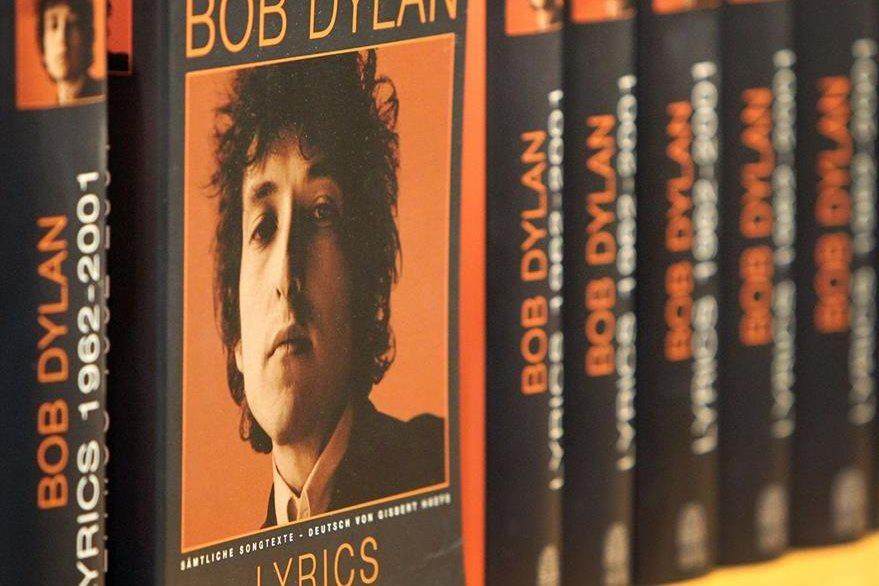 La Academia consideró que la lírica de Bob Dylan fue determinante para que le otorgaran el Nobel. (Foto Prensa Libre: AFP)