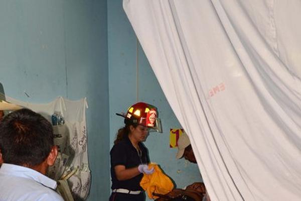 """<p>El jefe edil recibe atención hospitalaria. (Foto Prensa Libre: Rigoberto Escobar)<br _mce_bogus=""""1""""></p>"""