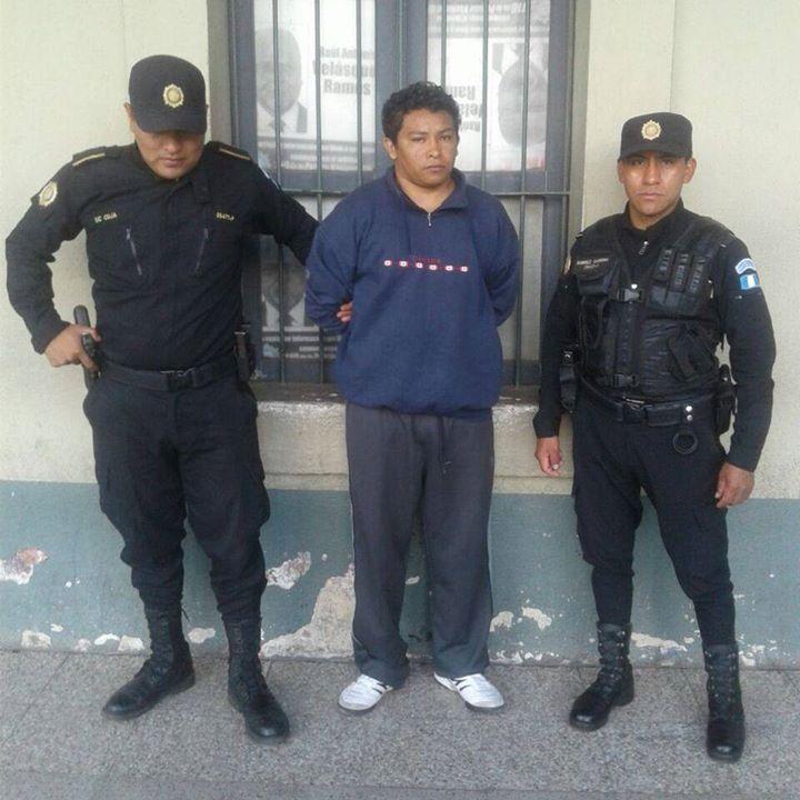 Carlos Israel Girón Pascual luego de ser detenido en El Tejar, Chimaltenango. Foto Prensa Libre: PNC.