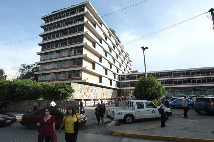 Fachada del edificio que alberga las oficinas centrales del Instituto Guatemalteco de Seguridad Social (IGSS). El IGSS fue creado en 1946. (Foto, Prensa Libre: Hemeroteca PL)
