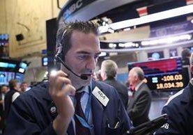 Los mercados bursátiles se muestran ansiosos ante los cambios. (Foto Prensa Libre: AFP)