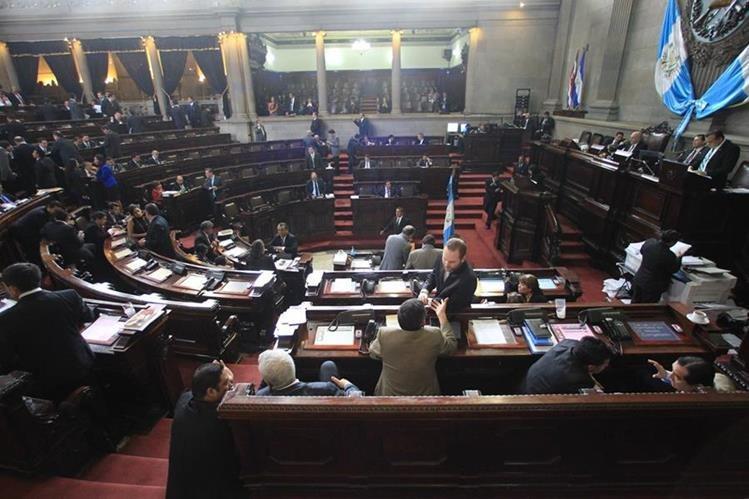 Diputados rechazan aprobar de urgencia nacional el Presupuesto para el 2017. (Foto Prensa Libre: Esbin García)