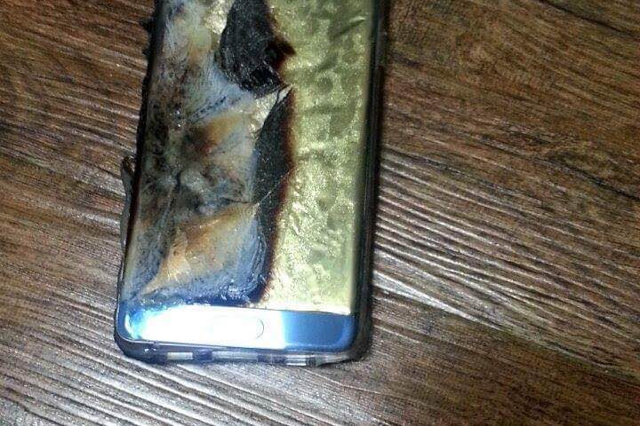 Note 7 incendiado. (Foto Prensa Libre: DigitalTrends).