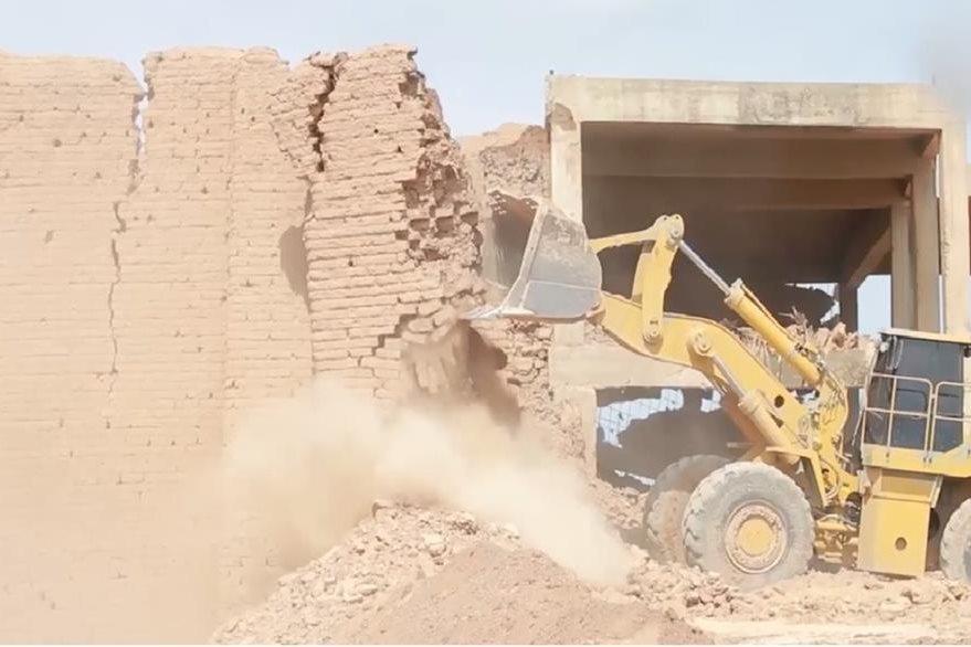 El templo de Nabu es destruido por el EI  con excavadoras en Nimrud,Irak.