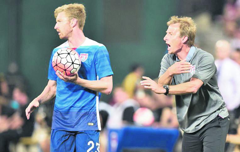 Klinsmann se muestra enérgico con sus jugadores a la hora de los encuentros. (Foto Prensa Libre: AFP)