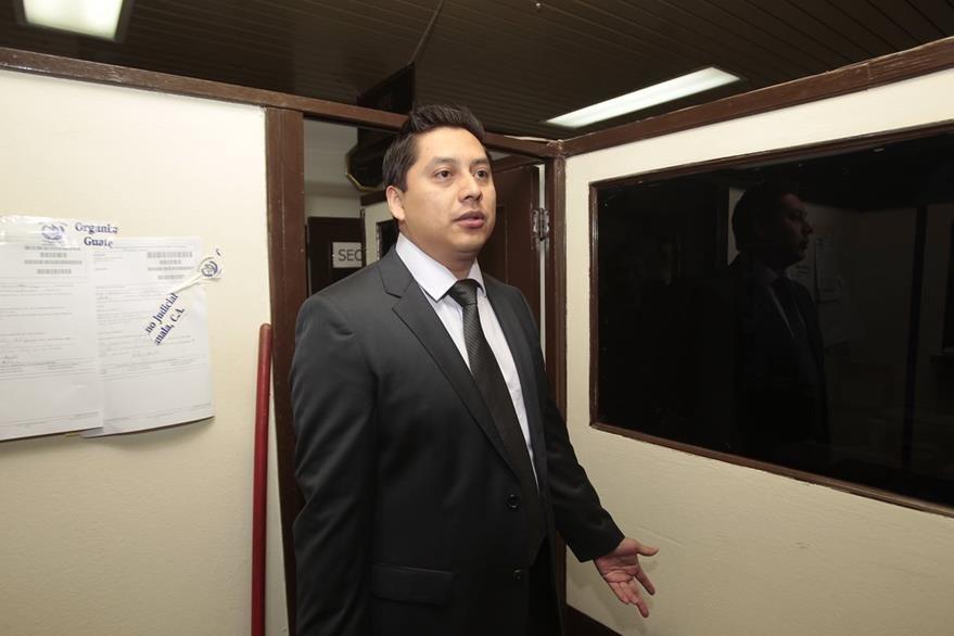 Mario Cano, abogado defensor de la ex vicepresidenta Roxana Baldetti, presentó un memorial para poner a la ex funcionaria a disposición de los juzgados. (Foto Prensa Libre: Hemeroteca  PL)