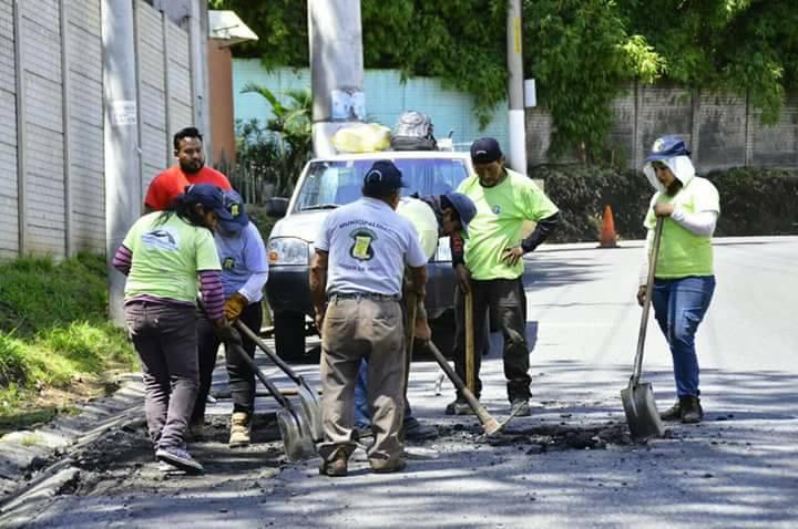 Trabajos de bacheo en zona 11 de Mixco, complicaron el tránsito la semana pasada. (Foto: Municipalidad de Mixco)