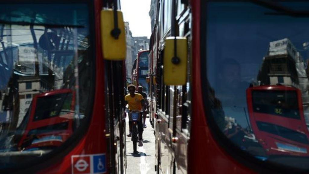 El transporte activo (pedalear o caminar) es una forma de movilización que está aumentando en las grandes ciudades. (GETTY IMAGES)