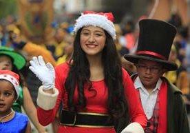 Escolares participan en desfile navideño en la Sexta Avenida.