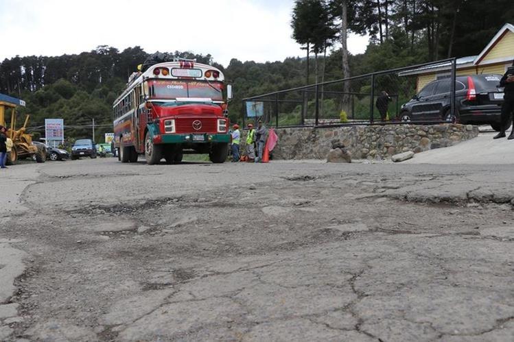 El proyecto de recapeo de 22.5 kilómetros terminarán el próximo año. (Foto Prensa Libre: Whitmer Barrera)