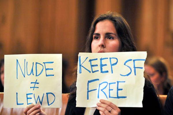 <p>La ley fue aprobada con seis votos a favor y cinco en contra en una reunión en San Francisco. (Foto Prensa Libre: AFP)</p>