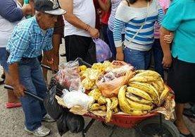Doroteo Guerra, de 64 años, se dedicaba a vender frutas y verduras en el mercado de Esquipulas, Chiquimula. (Foto Prensa Libre: Mario Morales)