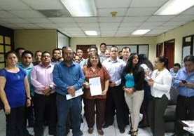 Inspectores de trabajo del Ministerio de Trabajo, critican falta de apoyo de ese ente para poder cumplir las nuevas disposiciones que entraron en vigencia este 6 de junio. (Foto, Prensa Libre: Rosa María Bolaños)
