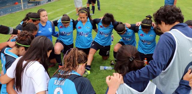 Las jugadoras de Unifut saben que están muy cerca de lograr un histórico hexacampeonato. (Foto Prensa Libre: Carlos Ventura)