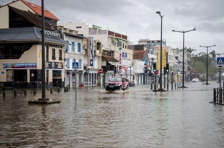 La costa inundada de Fort-de-France, en la isla caribeña francesa de Martinica, después de que fue golpeado por María. (AFP).