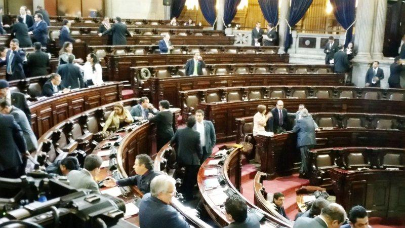 Pocos diputado llegaron a la sesión donde continuaría la discusión de las reformas constitucionales. (Foto Prensa Libre: Jessica Gramajo)