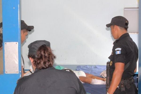 <p>En el Hospital Nacional de Tiquisate expiró la menor Jessica Meleth. (Foto Prensa Libre:Felipe Guzmán)<br></p>