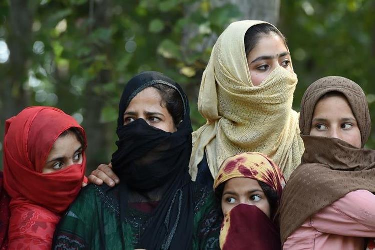 El juez dijo que la falta de un cuarto de aseo es vergonzosa y comparó con una tortura el hecho de negarles a las mujeres un entorno seguro. (Foto Prensa Libre: AFP)
