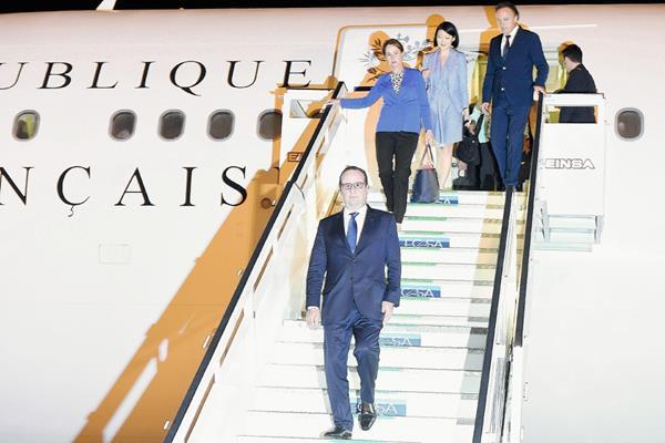 El presidente francés, Francois Hollande arriba a La Habana, Cuba(Foto Prensa Libre:EFE).