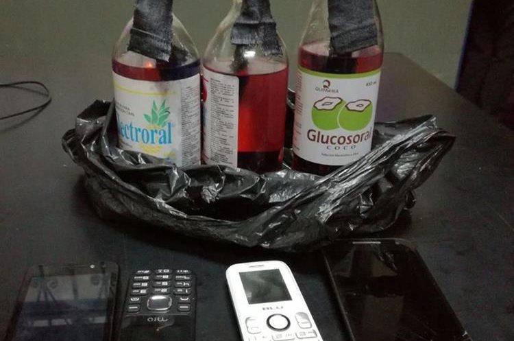 Los supuestos extorsionistas habrían fabricado explosivos artesanales para atacar los comercios. (Foto Prensa Libre: PNC)