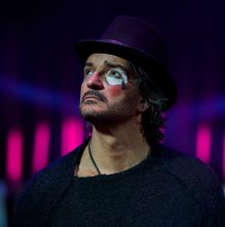 Ricardo Ajona estrenará su próximo disco el 21 de abril, el álbum se llama Circo soledad. (Foto Prensa Libre: Metamorfosis)