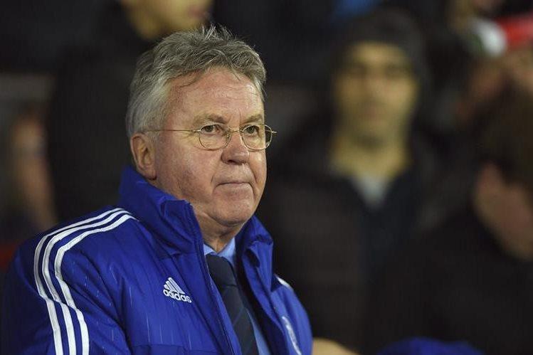 Hiddink llegó en sustitución del portugués José Moutinho en el banquillo del Chelsea. (Foto Prensa Libre: EFE)