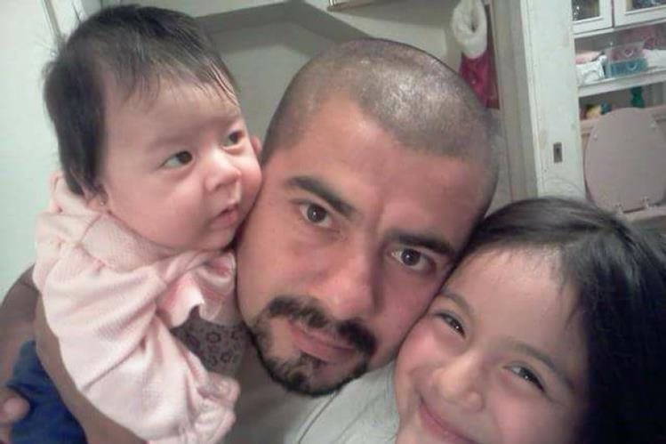 Roni Ávila Alvarado y sus dos hijas. (Foto Prensa Libre: GoFundMe)
