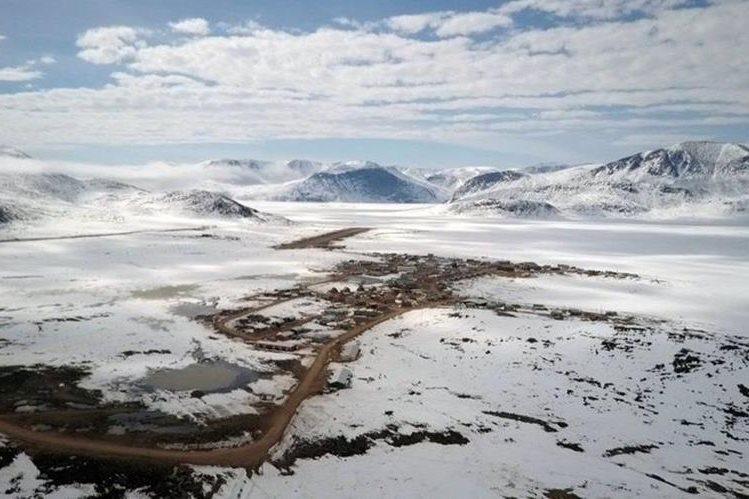 En el caserío viven poco más de 500 habitantes, que conviven con los icebergs. QAJAAQ ELLSWORTH