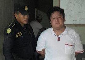 Wilfred Israel Portillo Campos, concejal segundo de Flores, Petén, fue capturado por conducir motocicleta sin documentos. (Foto Prensa Libre: Rigoberto Escobar)