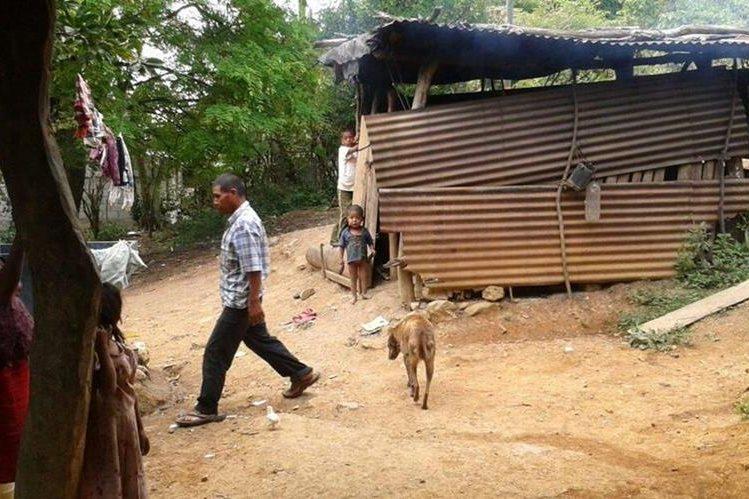 Familias de la aldea El Guayabo, Camotán, recibirán frijol y maíz para superar el periodo de hambre por el que atraviesan debido a la canícula prolongada. (Foto Prensa Libre: Cortesía Adeci).