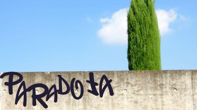 Paradoja: hecho o expresión aparentemente contrarios a la lógica. Real Academia de la Lengua. THINKSTOCK AND FREEPIK