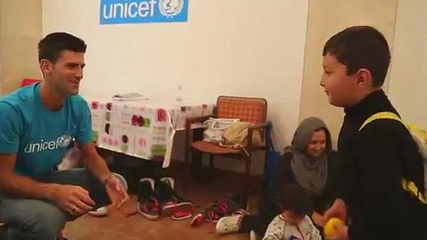 Djokovic compartió con los niños refugiados. (Foto Prensa Libre: Facebook Unicef)