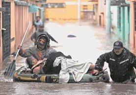 Cada año, varios sectores de la zona céntrica de la Ciudad de Quetzaltenango son afectados por inundaciones, que deja pérdidas millonarias a los vecinos, quienes exigen soluciones. (Foto Prensa Libre: Carlos Ventura)