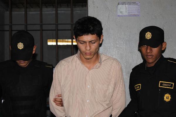 <p>Melvin Ronaldo Selada Galdámez, capturado por la muerte de un hombre, permanece en la subestación de Dolores, Petén. (Foto Prensa Libre: Walfredo Obando) <br></p>