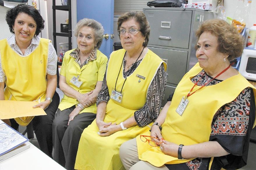 Junta Directiva del Hospital Roosevelt. De izquierda a derecha Thelma Santamaría, Blanca Reimers de Rivera, Alicia Daetz de Vargas y Rosa Chuj (Foto Erick Ávila)
