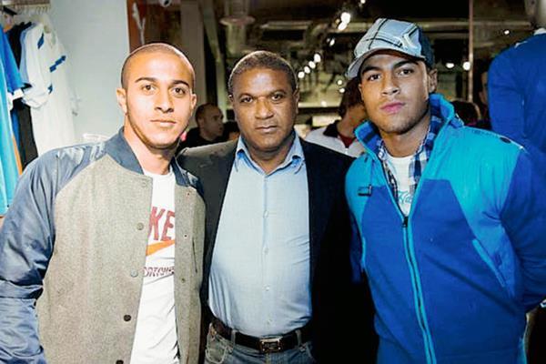 Mazinho se siente orgulloso de sus hijos y espera un buen espectaculo en el duelo Barcelona - Bayern Múnich. (Foto Prensa Libre: Hemeroteca PL).
