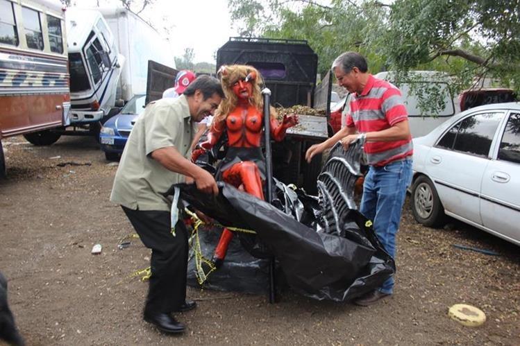 La efigie de diabla que fue devuelta por las autoridades, luego de haber sido decomisada. (Foto Prensa Libre Miguel López)