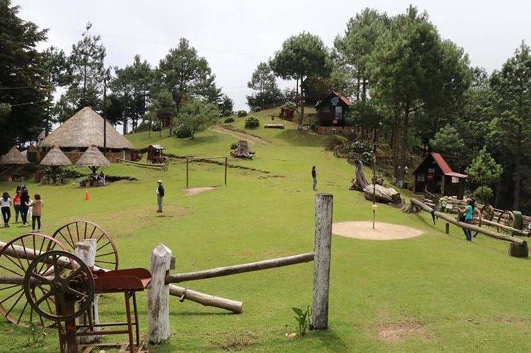 El parque Pino Dulce está rodeado de vegetación y áreas para varias actividades. (Foto Prensa Libre: Hugo Oliva) El canopy a gran altura es una de las principales atracciones del parque ecoturístico, en Jalapa.