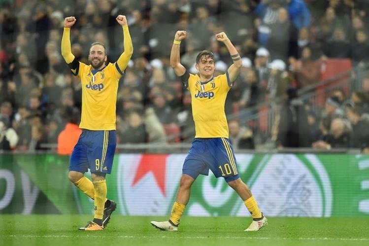 Paulo Dybala y Gonzalo Higuain fueron los anotadores de los goles en el estadio de Wembley. (Foto Prensa Libre: AFP)