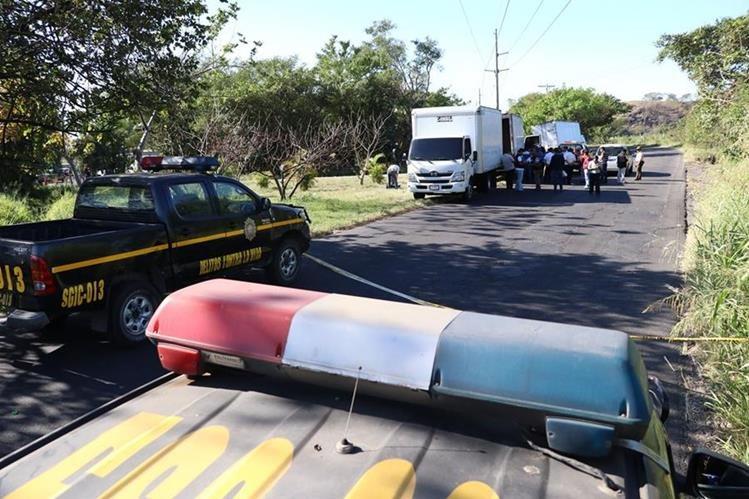 Lugar donde se registró el ataque en el kilómetro 62 de la ruta al suroccidente. (Foto Prensa Libre: Enrique Paredes).