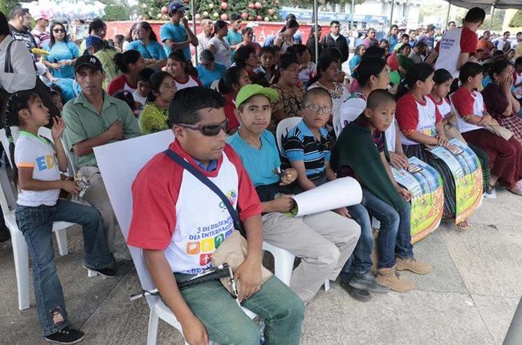 Con varias actividades se conmemoró el Día Internacional de las Personas con Discapacidad en el parque central de Cobán. (Foto Prensa Libre: Eduardo Sam Chun)