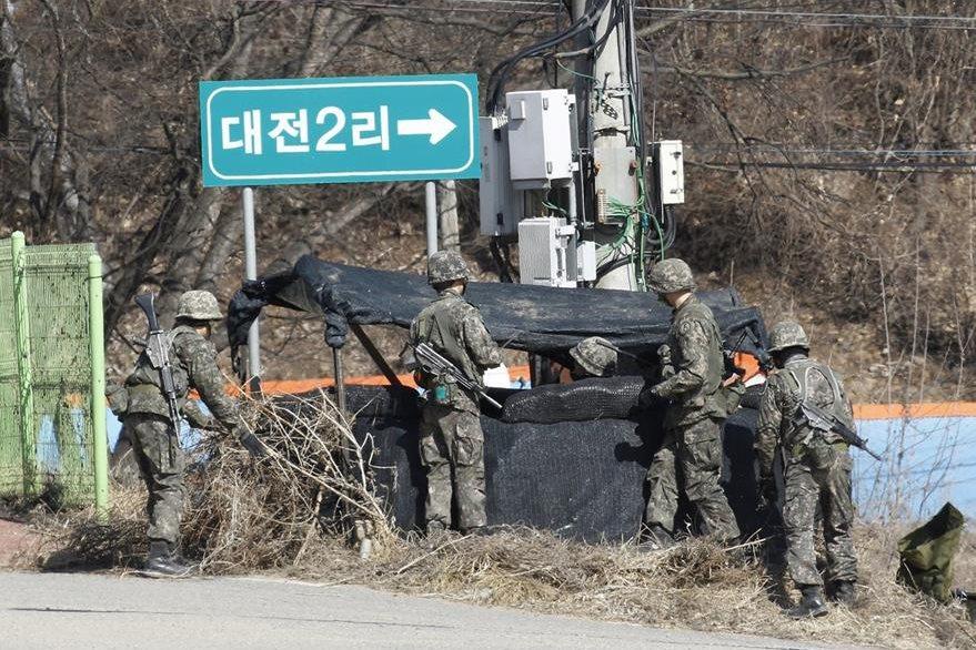 Soldados surcoreanos custodian frontera con Corea del Norte. (AP)