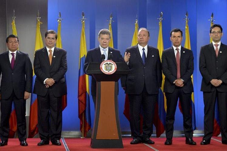 El presidente de Colombia, Juan Manuel Santos, intenta solucionar crisis fronteriza con Venezuela, en un llamado de diálogo. (AFP)