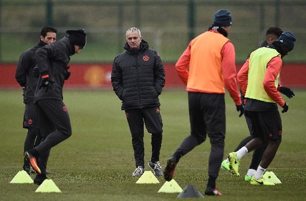 José Mourinho habló de la participación del United en cuatro competiciones. (Foto Prensa Libre: AFP).