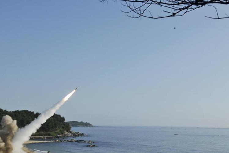 EE. UU. y Corea del Sur apresuraron sus pruebas balísticas por amenazas de Corea del Norte. (Foto Prensa Libre: EFE)