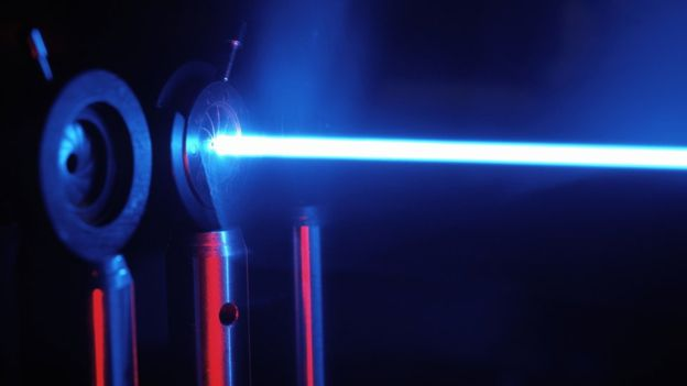 Si la clave está formada por partículas de luz y cualquier intercepción es percibida rápidamente. SPL
