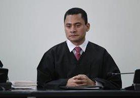 Juez Carlos Ruano denuncia presiones de la magistrada Blanca Stalling en juicio donde su hijo Otto Molina está involucrado. (Foto Prensa Libre: Paulo Raquec)