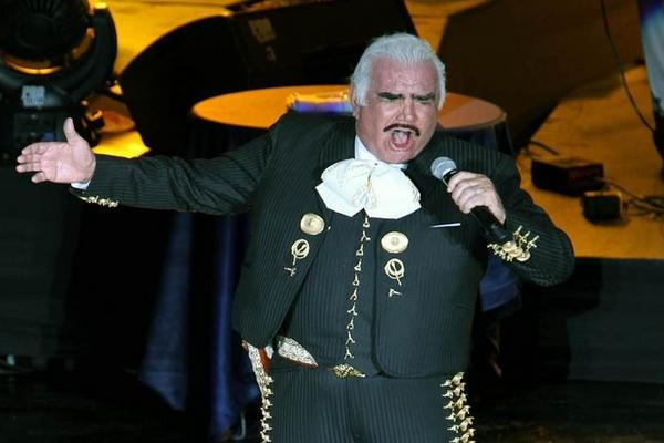 Vicente Fernández retomó su gira de despedida con un concierto al que asistieron 10 mil seguidores. (Foto Prensa Libre: MARCO ANTONIO VALDEZ/EL UNIVERSAL)