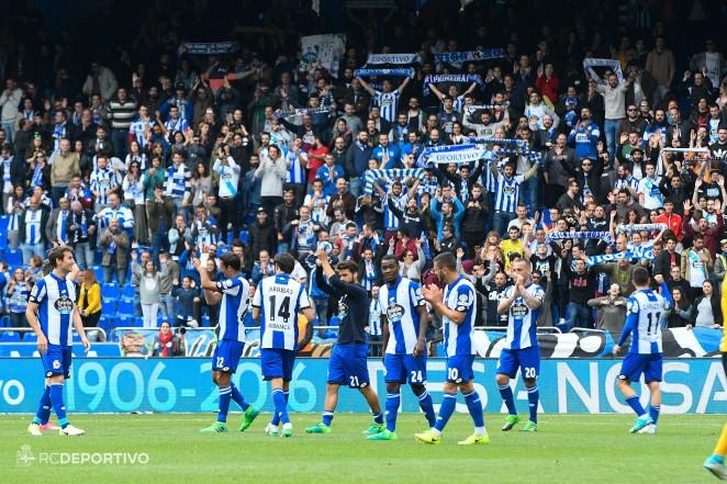 El Deportivo la Coruña vence al Málaga y sale de la zona de descenso en la Liga española. (Foto Prensa Libre: Deportivo la Coruña).